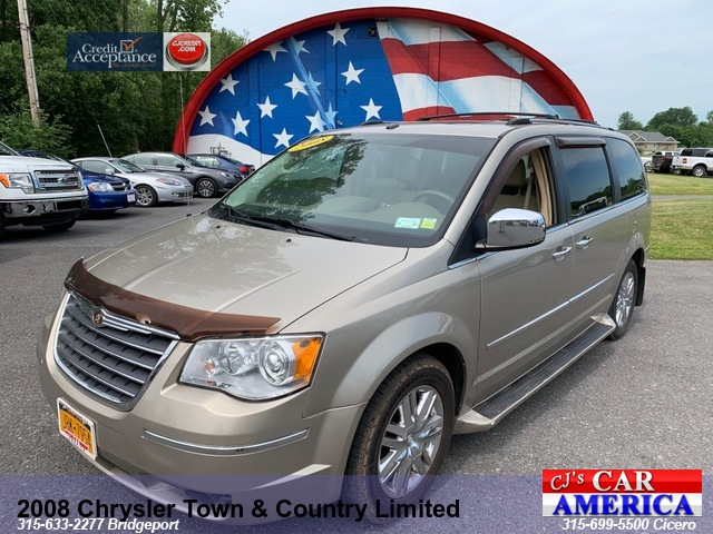 2008 Chrysler Town & Country  Limited*** CICERO SALE PRICED $5,995***