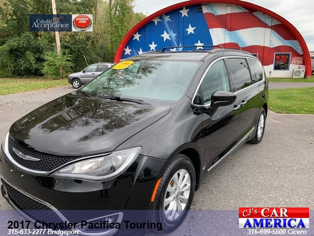 2017 Chrysler Pacifica Touring L***BRIDGEPORT STORE**